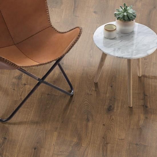 Egger EPL075 Dark Dunnington Oak Aqua+ laminált padló. 366139