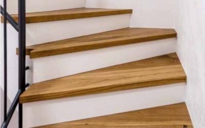 Lépcsőburkolás parkettával
